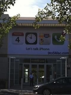 """Apple本社キャンパスに""""Let's talk iPhone""""のバナー登場"""