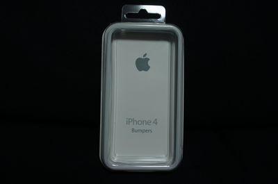 「iPhone 4S」に純正Bmuper装着。旧型との比較も