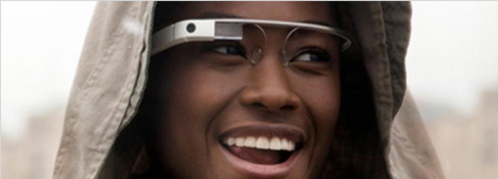 「Google Glass」は2013年末までに発売予定で、Bluetooth経由で「iPhone」にも接続可能に