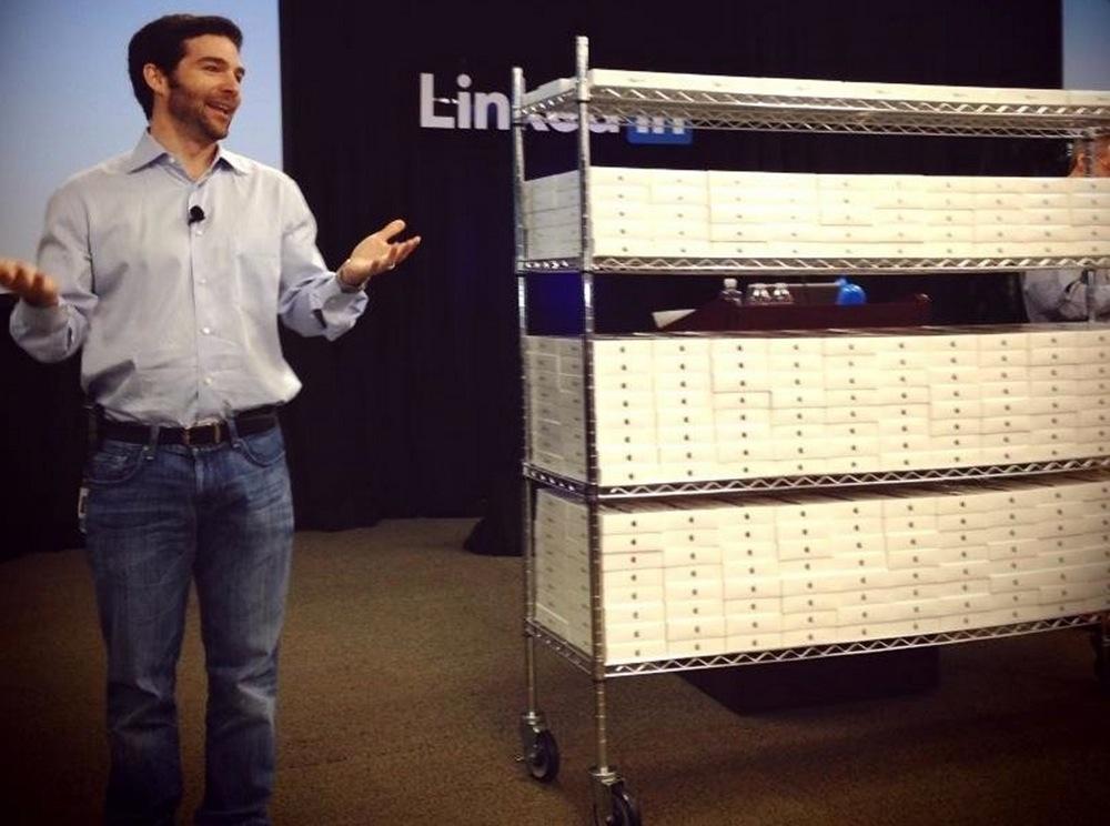 LinkedIn、全従業員3,500人に「iPad mini」を配る