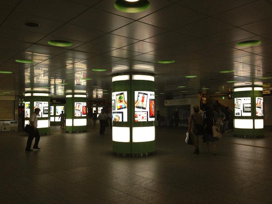 Apple、新宿駅などでiPadの新しい広告を展開中