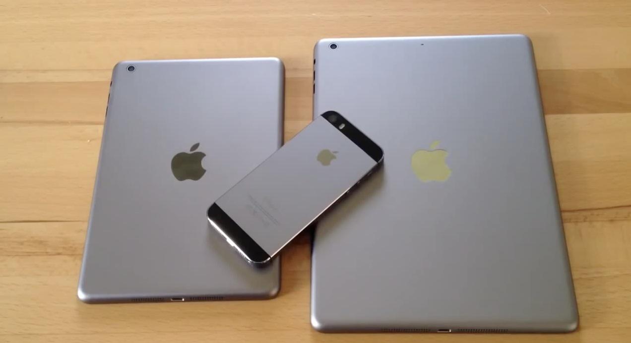 """「iPad(第5世代)」「iPad mini(第2世代)」の""""スペースグレイモデル""""とみられるバックパネルを撮影したムービー"""