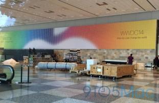 「WWDC 2014」の会場ではすでにバナーが掲載され準備が進む