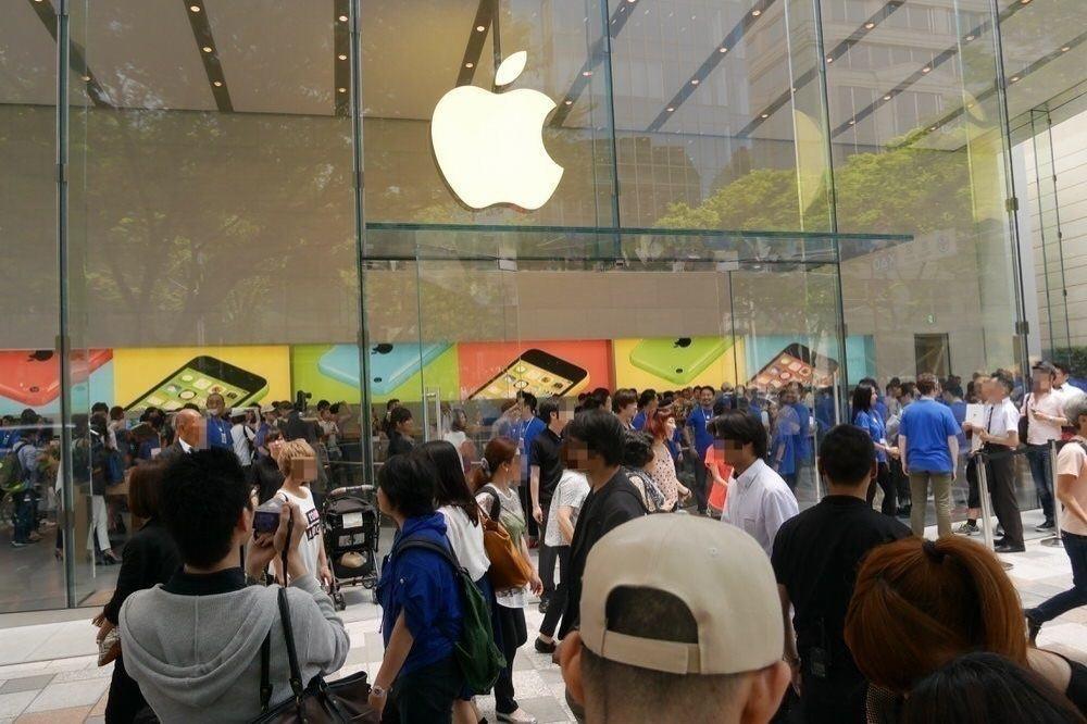 「Apple Store, Omotesando」グランドオープンレポート、Retail & Online Store担当シニアヴァイスプレジデントAngela Ahrendts氏も来日