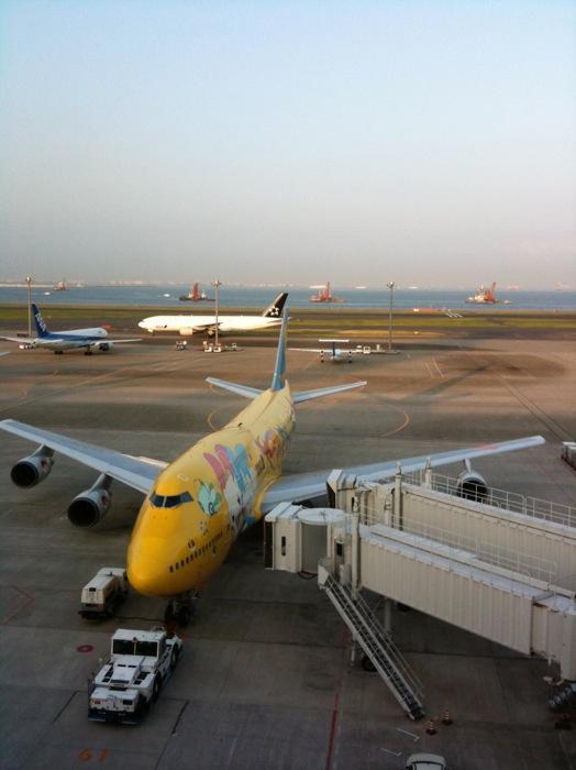 スマホの離着陸時の規制を緩和、9月1日から機内モードで使用可能に