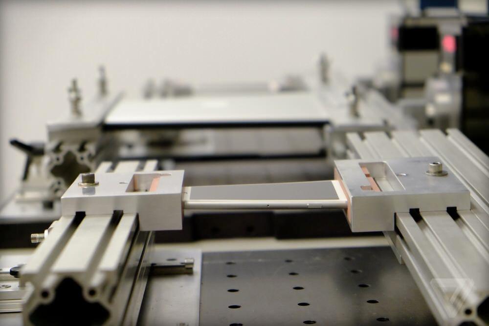 Apple、メディア向けに耐久試験施設を公開