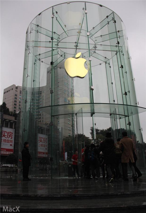 中国・重慶にオープンする「Apple Store 零售店 解放碑」の内部写真