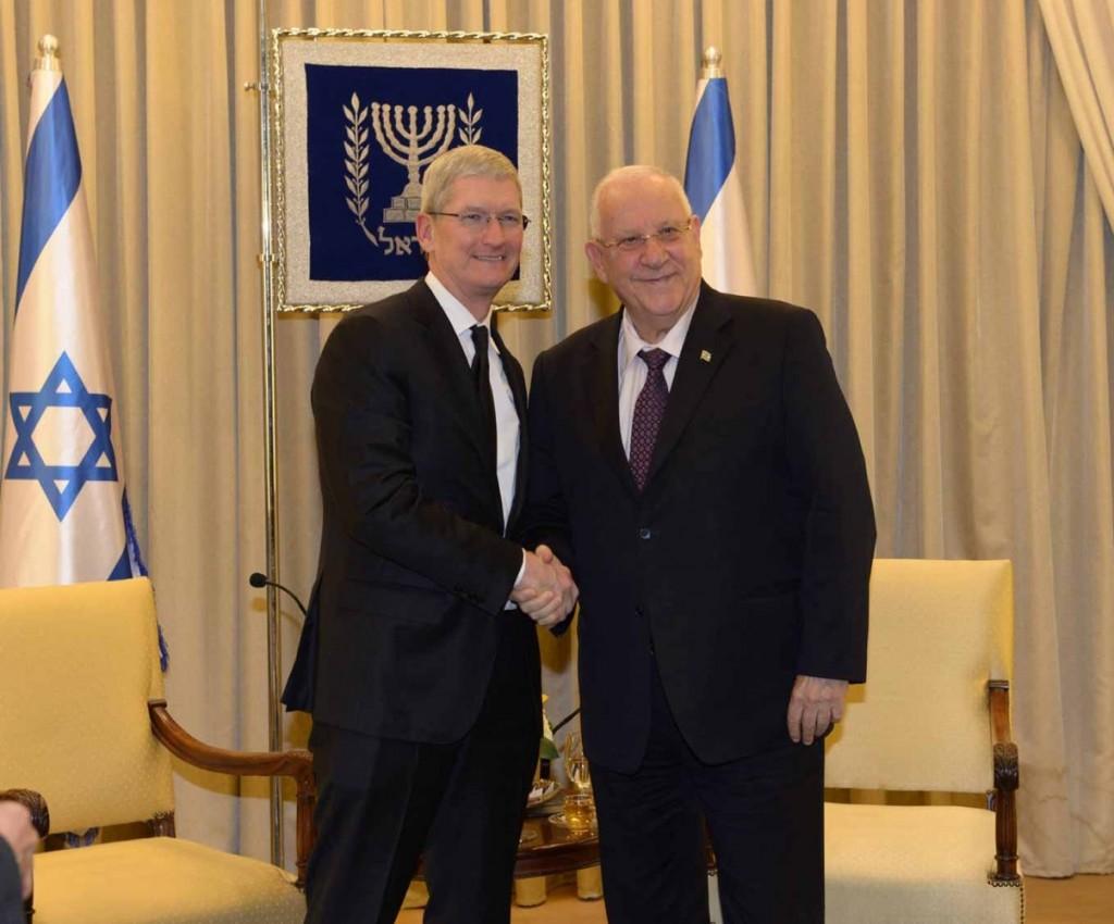 Tim Cook CEO、イスラエルを訪問しルーベン·リブリン大統領と会談