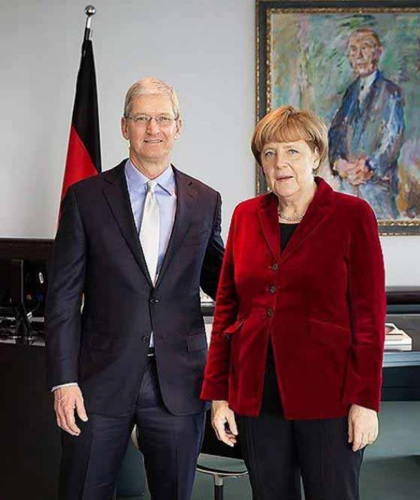 Tim Cook CEO、ドイツのメルケル首相と会談