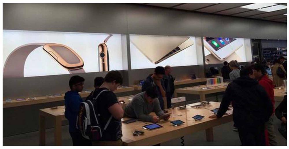 Apple、Apple Storeで「Apple Watch」のバナー広告掲載を開始
