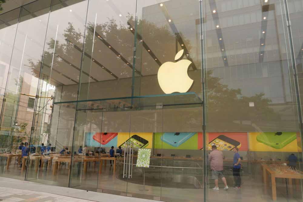 Apple Retail Store、パッケージが白で統一されたサードパーティ製アクセサリーの販売を開始