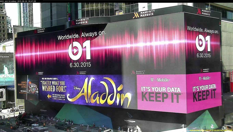 Apple、ニューヨークのタイムズスクエアで「Beats 1」の広告を展開