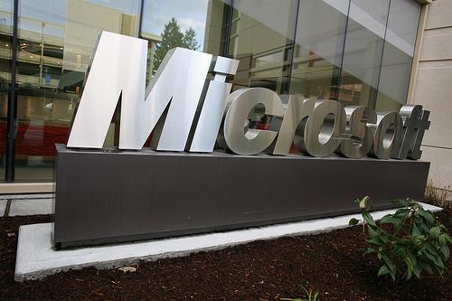 Microsoft、携帯電話ハードウェア事業の再編を発表 7,800人の人員を削減へ