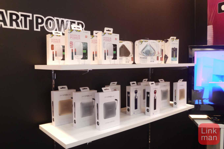 GIFTEX 2015レポート:MIPOWジャパン、ソーラパネル搭載のライト「PLAYBULB garden」やモバイルバッテリーなどを展示