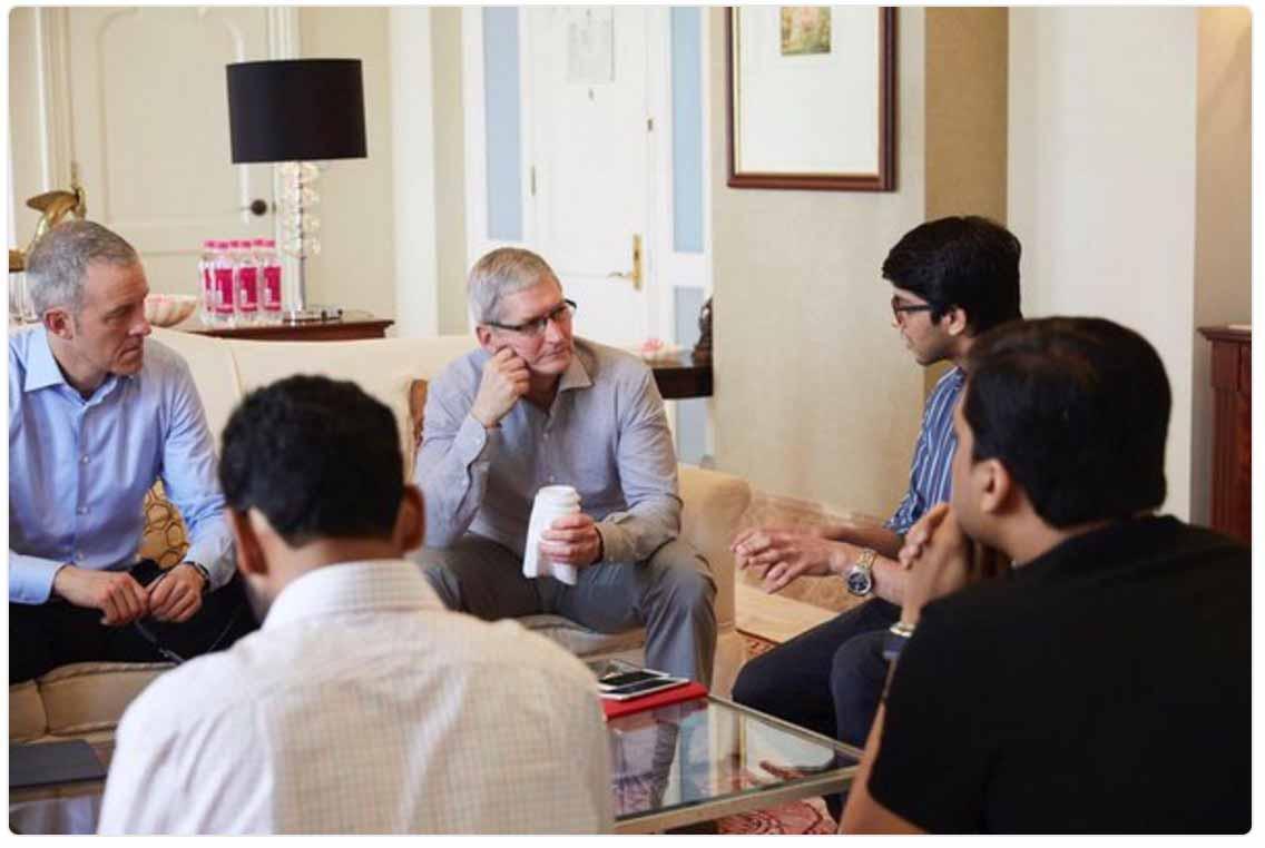 Tim Cook氏、インドで寺院を訪問したりトップiOSデベロッパーと会談