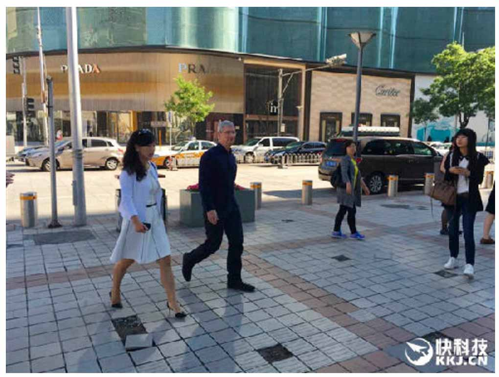 Tim Cook氏、出資をした滴滴出行(Didi Chuxing)のCEOと共に北京のApple Storeを訪問