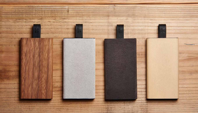 NuAns、モバイルバッテリー「TAGPLATE」に天然木材・ウルトラスエード仕様を追加