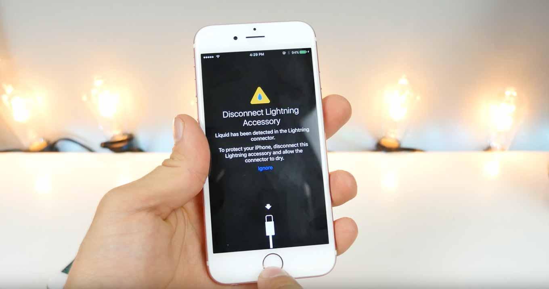 「iOS 10 beta 3」では濡れたLightningコネクタを挿すと警告表示がされる!?