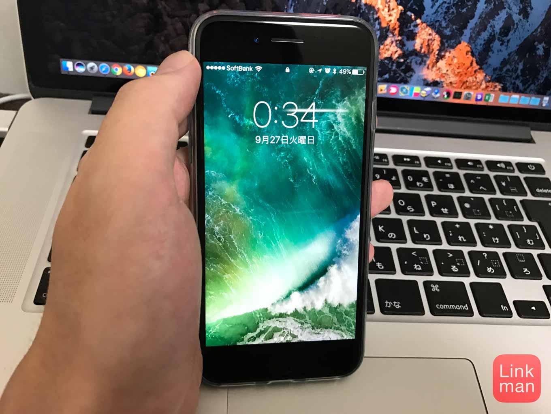 【iOS 10】iPhoneを手前に傾けるとスリープが解除される・オフにする方法も(対象機種のみ)