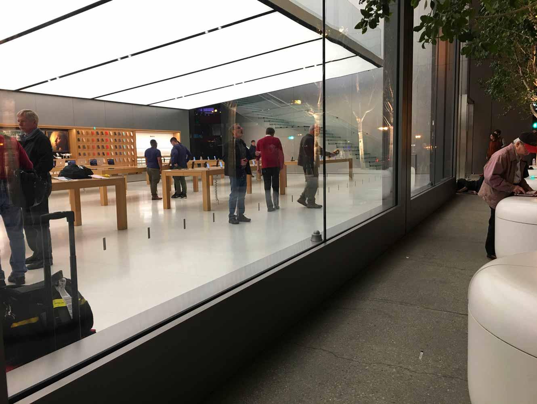 新型「MacBook Pro」などはやはり発表後すぐに販売開始? 〜 アメリカのApple Storeでは準備らしき動き?