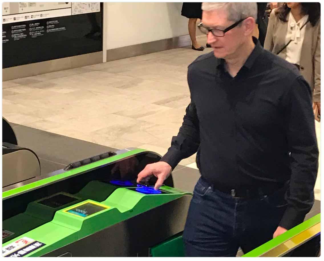 Tim Cook氏、「Apple Pay」でJRの改札を通過