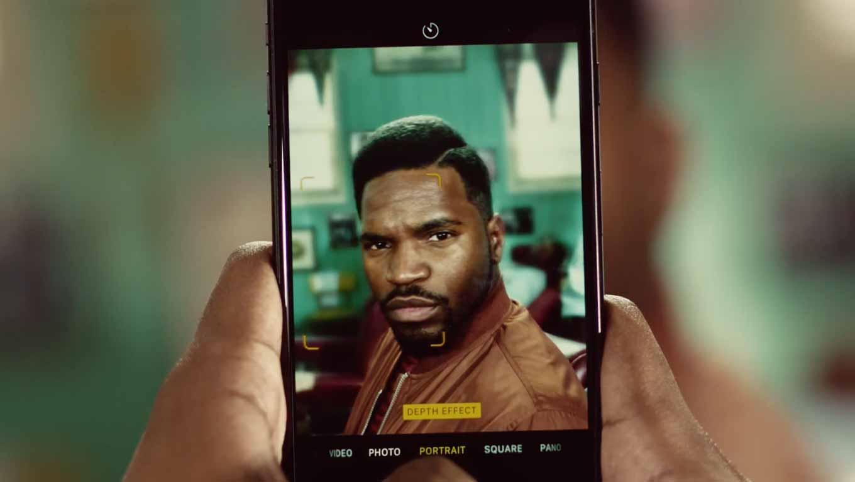 Apple、「iPhone 7 Plus」のポートレートモードにフォーカスした新しいCM「Barbers」公開