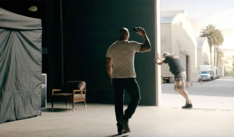 Apple、Dwayne Johnsonが出演したCM「The Rock x Siri」シリーズを新たに2本公開