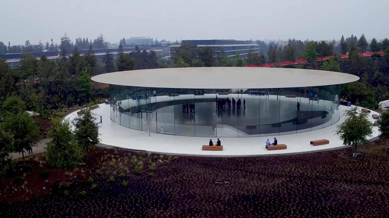 「Apple Park」の最新空撮動画が公開 ― スペシャルイベント会場の「Steve Jobs Theater」の様子も