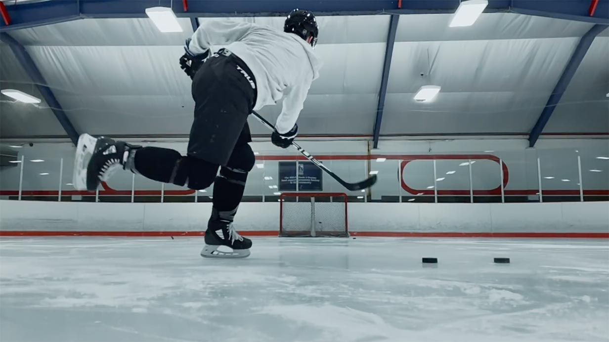 米Apple、「Shot on iPhone XS」シリーズの新CM「Mitch Marner shot by Auston Matthews」を公開