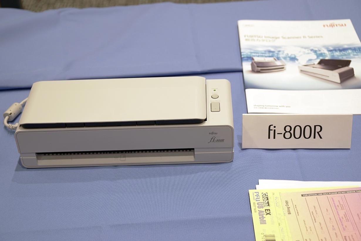 PFU、窓口業務に最適な省スペース業務用イメージスキャナー「fi-800R」を発表