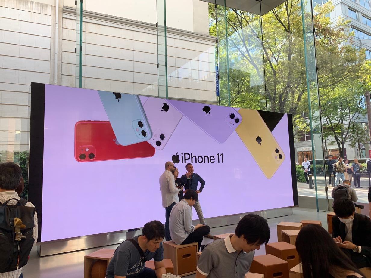 Apple 表参道 ビデオウォール